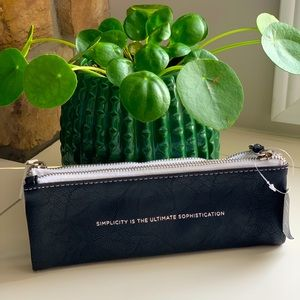 Double Pencil pouch can be used as makeup bag